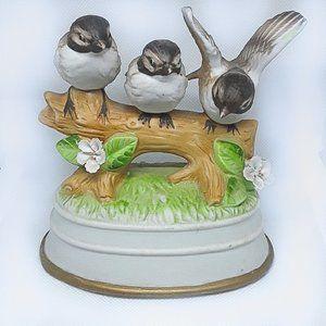VINTAGE Porcelain Sparrow Bird Figurine Music Box